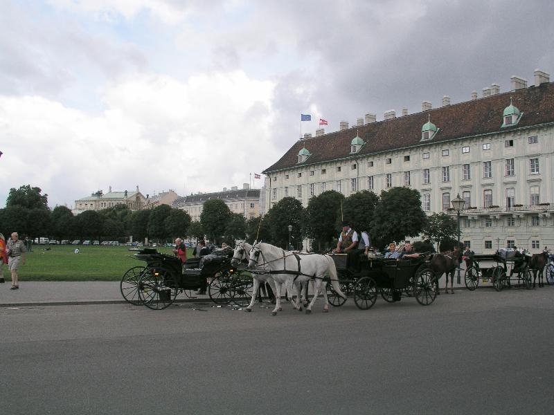 hofburg_heldenplatz-ri-burggarten